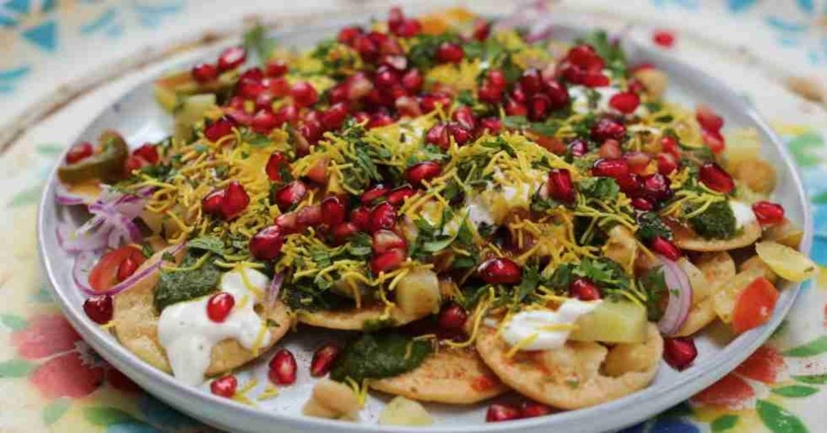 चाट एक लोकप्रिय स्ट्रीट फूड है, यह एक ऐसी चीज है जिसका नाम सुनते ही मुंह में पानी आ जाता है और आप इसे खाने से खुद को रोक नहीं पाते हैं। चाट की बात करें तो दिल्ली में बहुत सी जगहों की चाट काफी मशहूर हैं।